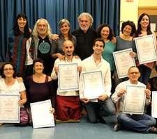 Fotos de la entrega de títulos a los nuevos profesores de yoga y yogaterapia, 2019