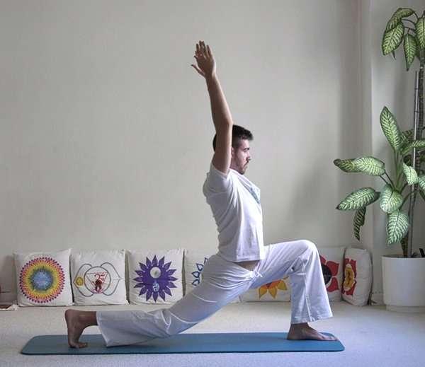 Pinceladas de yoga: Saludo al sol, variante 1 (Surya namaskar)