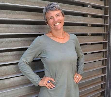 """Entrevista con Christine McArdle: """"El yoga ayuda a los niños y también a los maestros""""."""