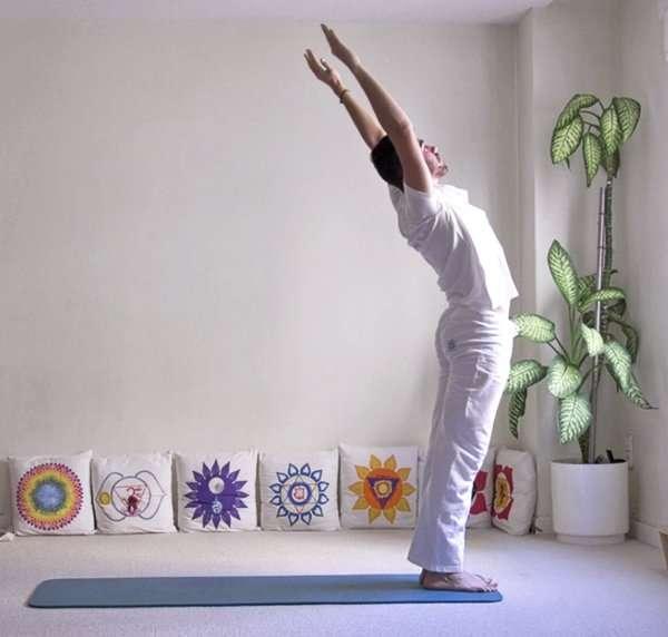 Pinceladas de yoga: Saludo al sol (Surya namaskar)