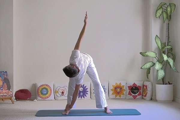 Pinceladas de yoga: Salutación a la luna