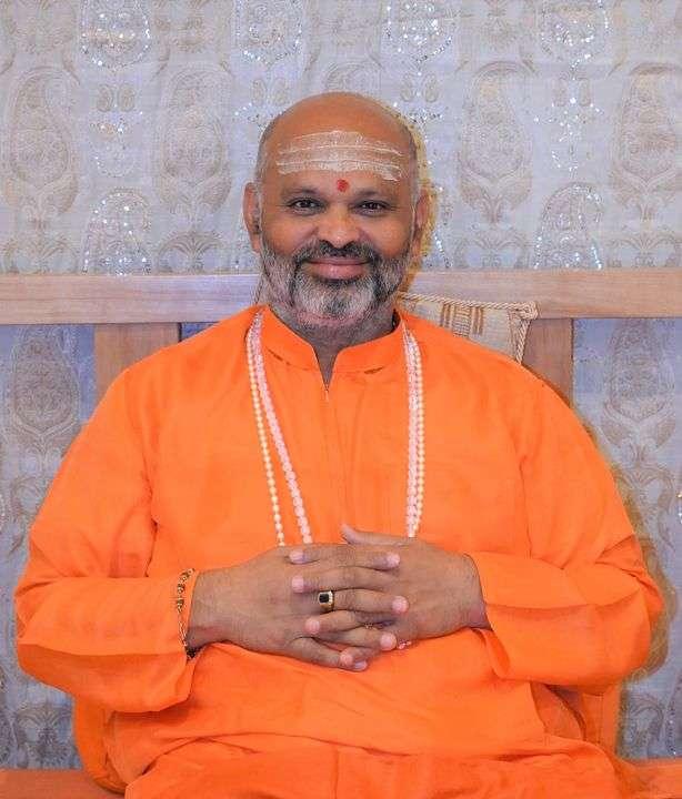 """Swami Nityananda: """"Las acciones vienen de las palabras, que surgen de los pensamientos""""."""